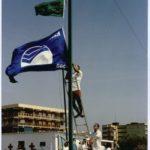 Colocación Bandera Azul playa Racó de Mar